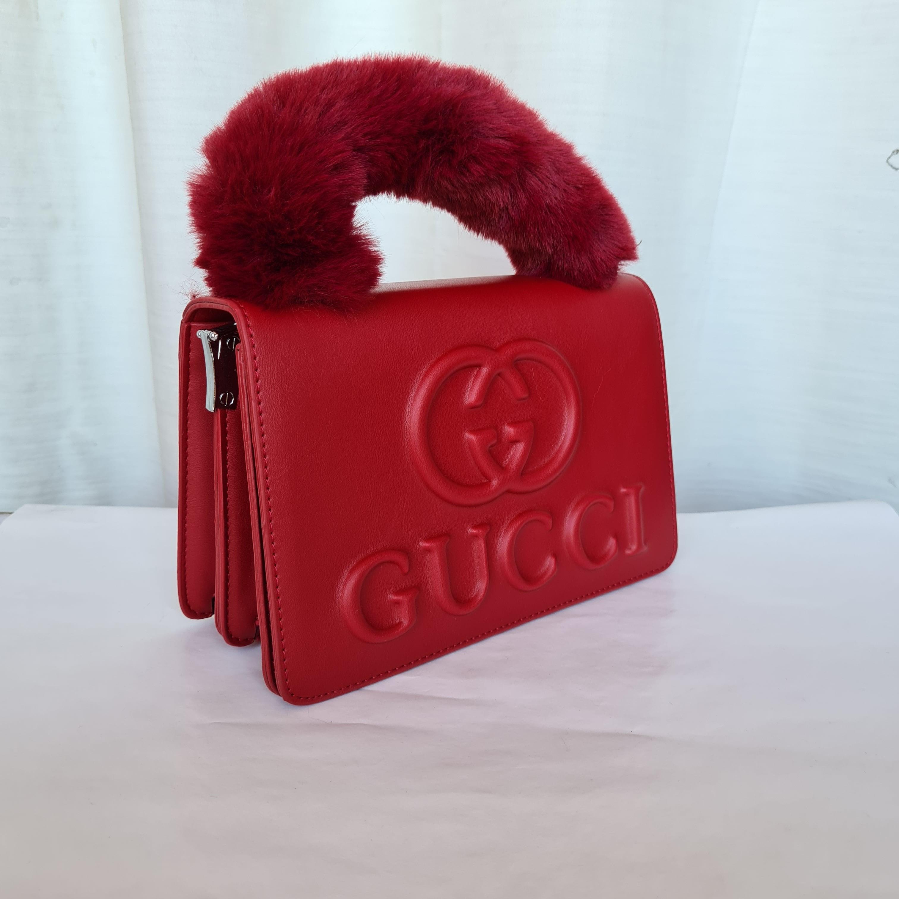 Gucci Ladies Small Hand Bags QB00185