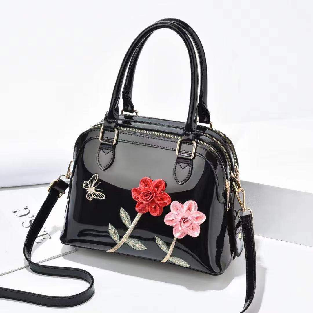 Stylish Ladies Bag Black Color QB00137