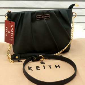 Charles & Keith Ladies Bag Unique Style Black Color QB00148